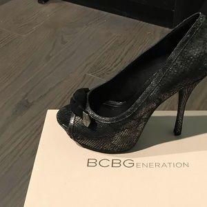 BCBGeneration Metallic heels LN